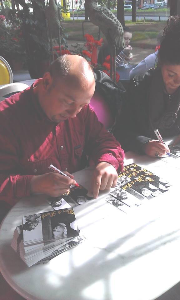 Bild 3, Autogrammkarten schreiben